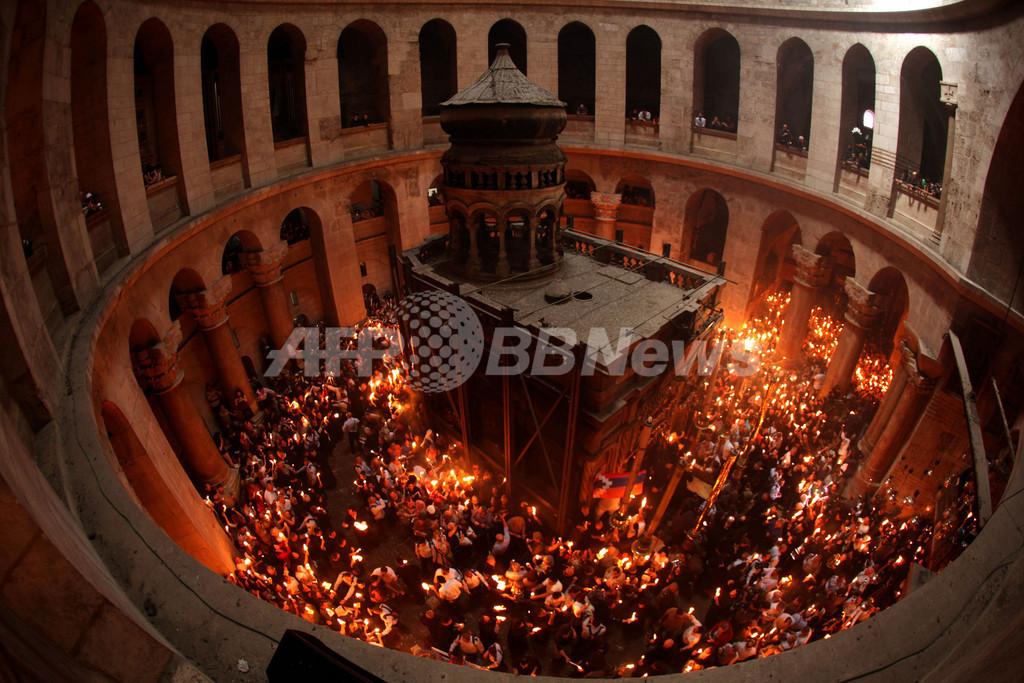 復活祭の「聖火の奇跡」、エルサレムの聖墳墓教会