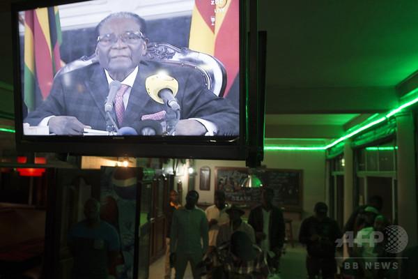 ムガベ氏弾劾、ジンバブエ与党が手続き開始表明 前副大統領は帰国へ