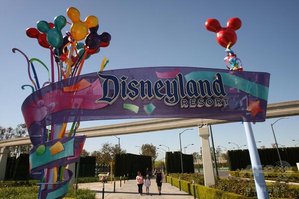 米ディズニー従業員、賃上げ求め本社に嘆願書 10人に1人ホームレス