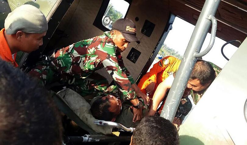 インドネシア軍ヘリ墜落、3日後にパイロット救出も乗員4人不明