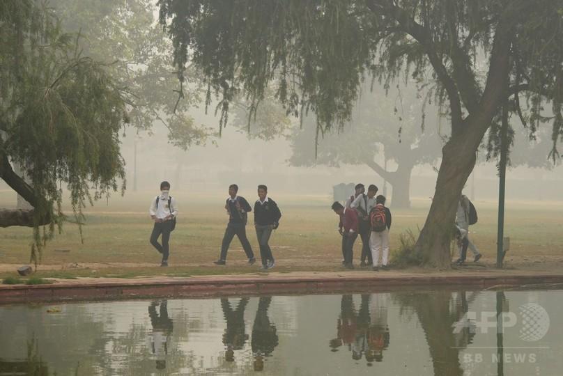 大気汚染深刻化のインド首都、車両規制を断念 例外認められず