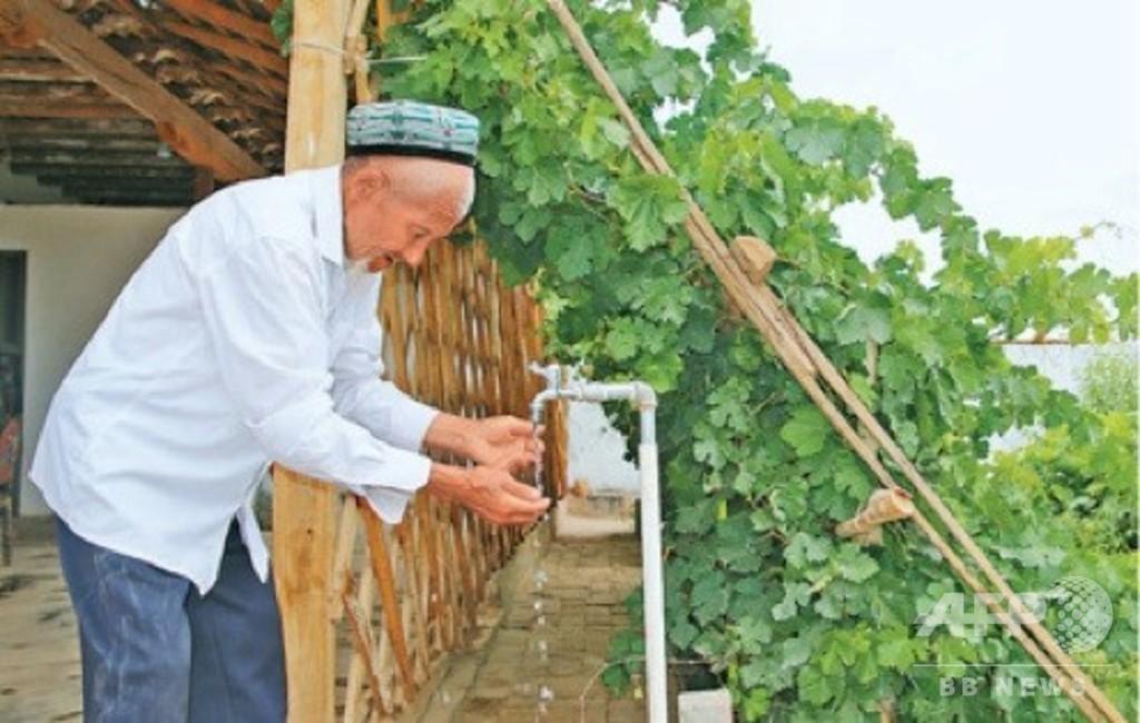 新疆の貧困住民、80歳でようやく安全な水