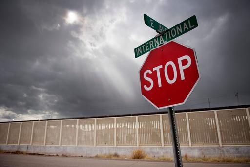 トランプ氏、対メキシコ関税の復活を警告