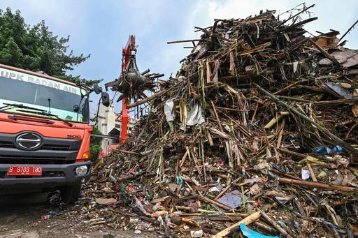 インドネシア洪水、死者60人に さらなる豪雨の懸念も