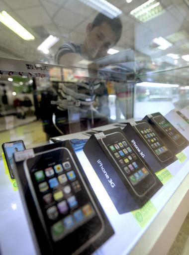 中国、正式発売前なのに街中iPhoneだらけ?!