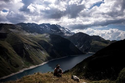 【記者コラム】アルプスの山を独り占めする羊飼い