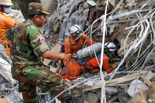 カンボジアのビル崩壊、死者18人に 中国人所有者ら4人拘束