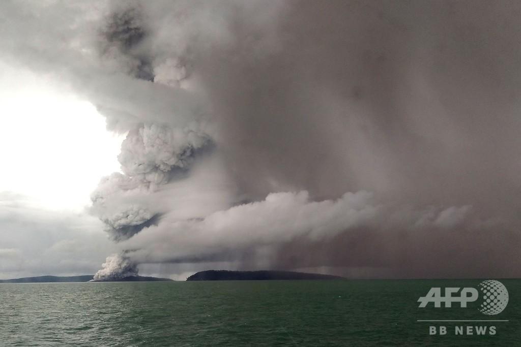 インドネシア、噴火警戒レベル引き上げ 新たな津波の恐れも