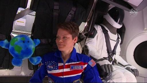 動画:スペースXの宇宙船「ドラゴン」がISSにドッキング成功、宇宙飛行士らも祝福 NASA