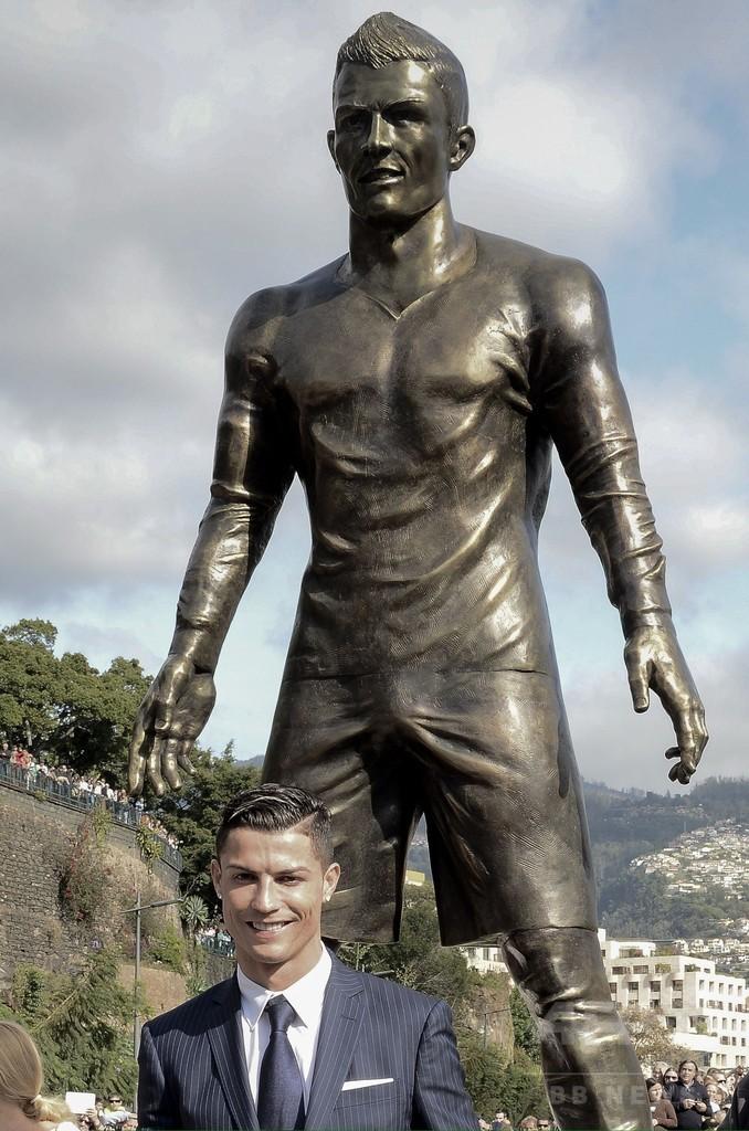 C・ロナウドの銅像が故郷でお披露目される