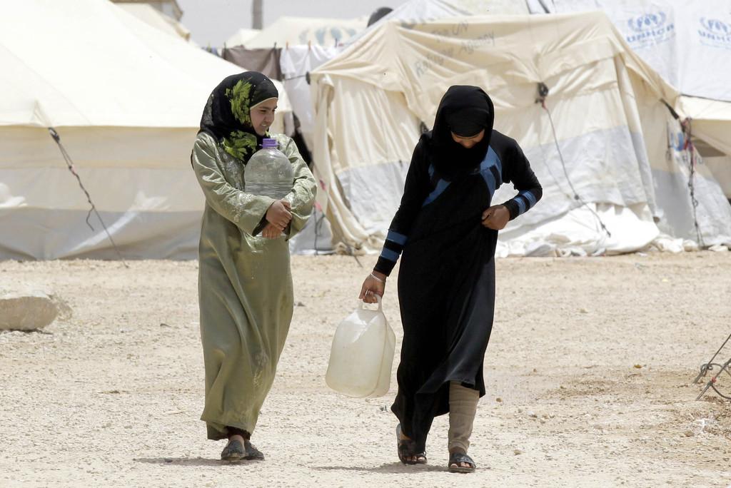 シリア難民少女、幼すぎる結婚が倍増 ヨルダン