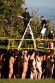 ブルゴーニュのブドウ園で集団ヌード撮影会、温暖化防止訴え