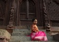 幼い少女たちが神様と「結婚」する伝統行事、ネパール