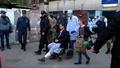 動画:クリミア半島銃乱射、搬送される負傷者ら 動機はいじめへの復讐か