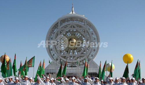 トルクメニスタンに奇妙な巨大観覧車、ギネス記録認定
