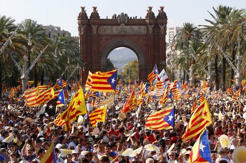 カタルーニャ州政権、住民投票で支持得れば「直ちに」独立の意向
