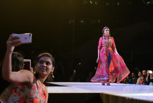 インド南部で「オリオン ファッション ウィーク 2017」、ボリウッド女優も登場