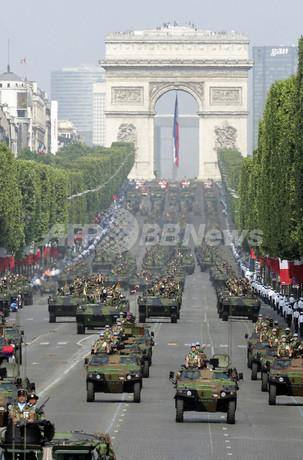 フランス新防衛戦略、テロ焦点に軍大幅再編へ