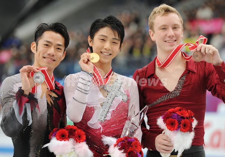 羽生が優勝、高橋2位 NHK杯