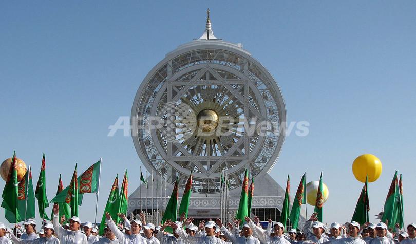 トルクメニスタンに奇妙な巨大観...