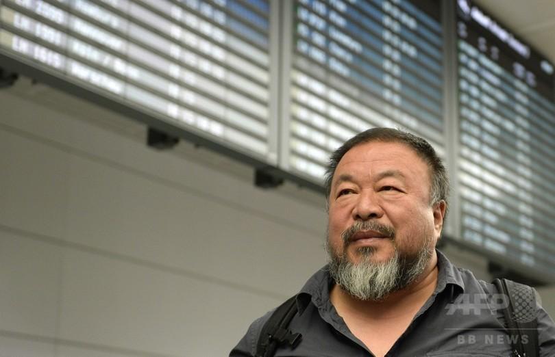 中国の芸術家、艾未未氏がドイツ到着 英は6か月ビザ発給を拒否