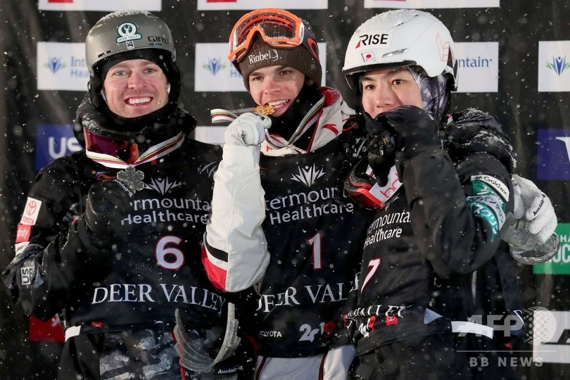 原が2日連続の銅メダル、フリースタイルスキー世界選手権