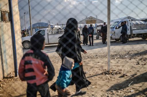IS戦闘員の家族だった仏人女性ら、収容キャンプからISの元に連行か