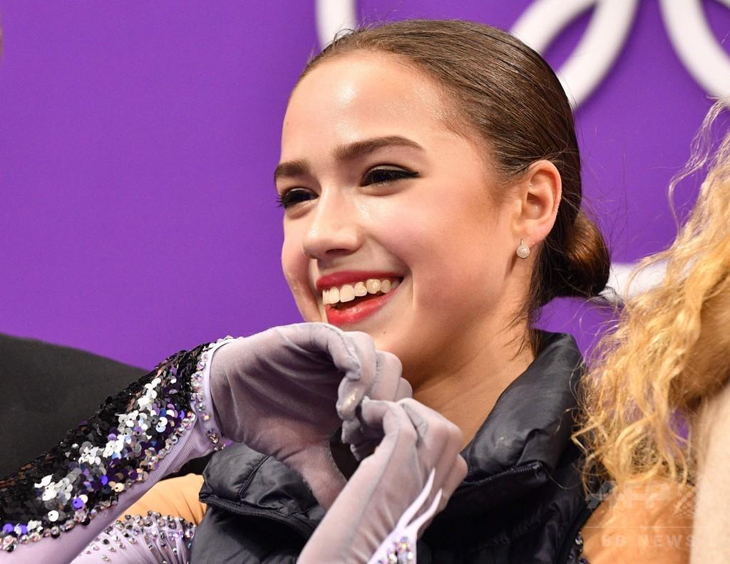 記録破りの15歳ザギトワ、世界最高点でSP首位発進 平昌五輪