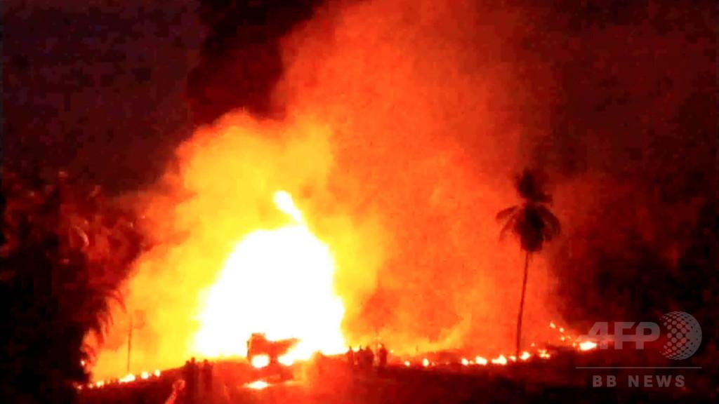 観光バスと石油タンクローリーが衝突、24人死亡 メキシコ