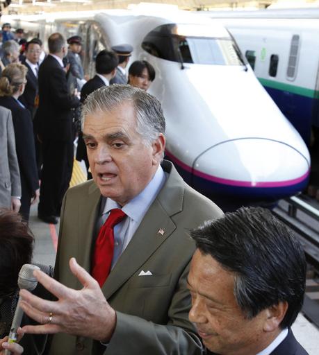 米運輸長官、新幹線の連結作業に「拍手」 東京駅