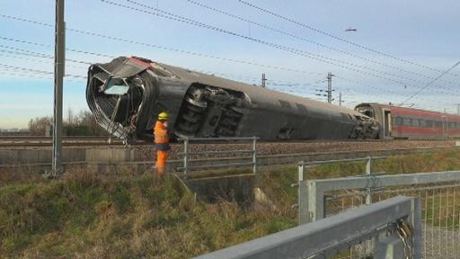 動画:伊ミラノ近郊で高速列車脱線 2人死亡、約30人負傷