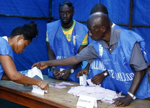 シエラレオネ大統領選の決選投票、開票進む
