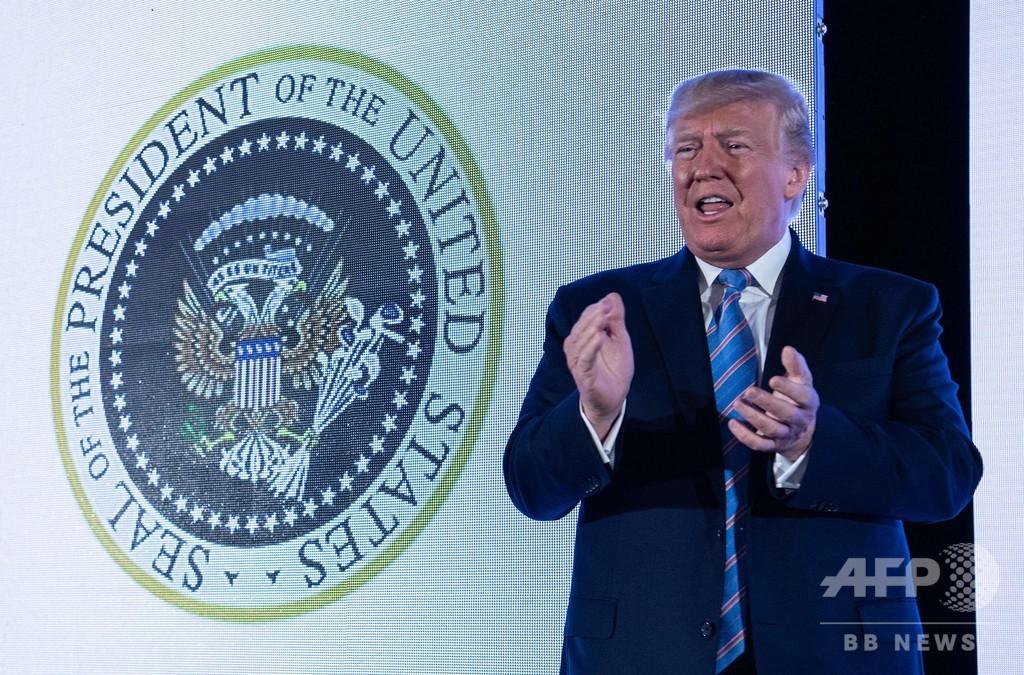 米大統領紋章がロシアの「双頭のワシ」に…ゴルフクラブ握る 改ざんか、誤使用か?