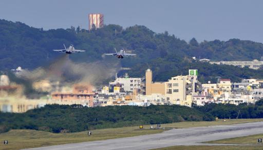 鳩山首相に批判の嵐、普天間飛行場移設問題