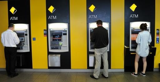 「金がもらえる!」とATMに大行列、システム故障で残高以上の引き出し可能に