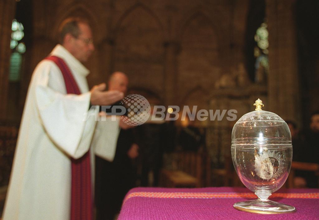カトリック国でも火葬が急増、フランスの法令では「骨つぼは暖炉の上へ」