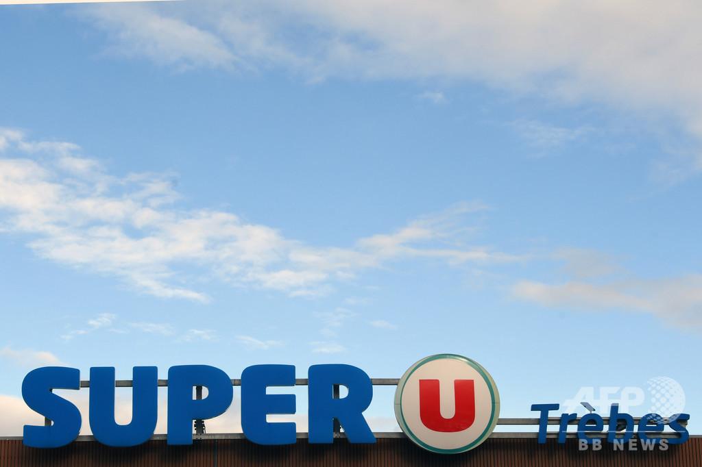 狩猟旅行の記念写真がネットで拡散、仏スーパーのオーナー店長が失職