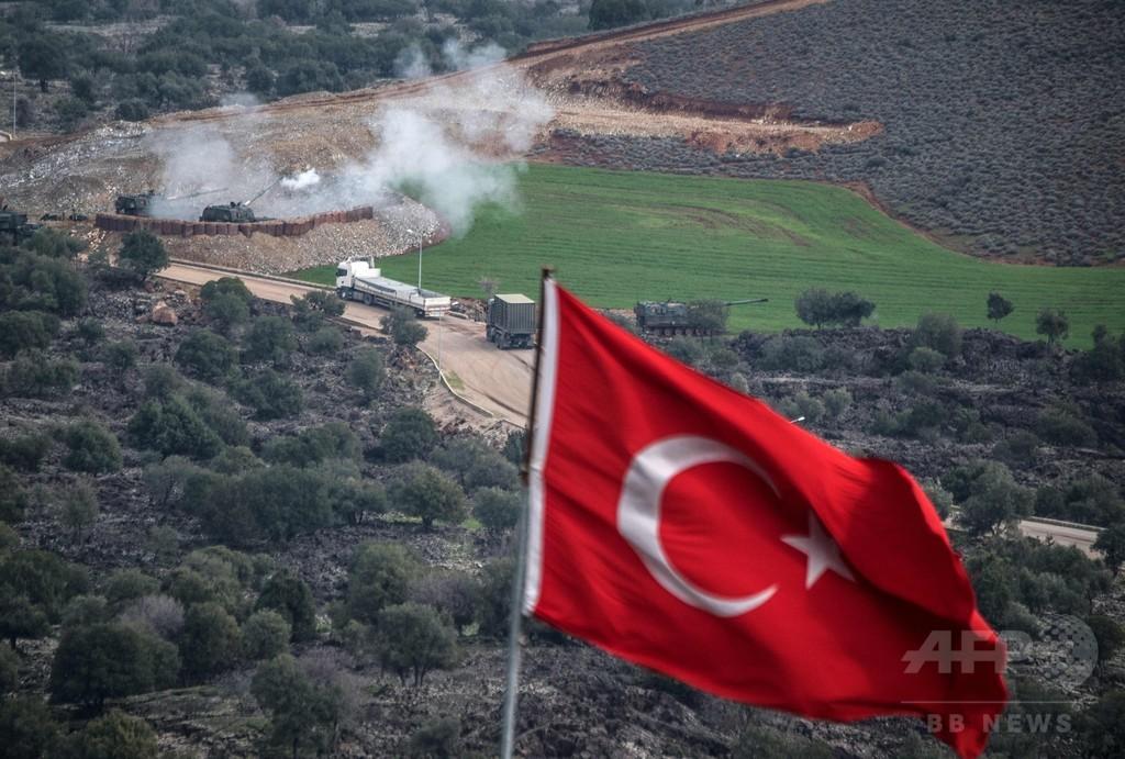 トルコの地上部隊がシリア領内に進軍、首相が認める