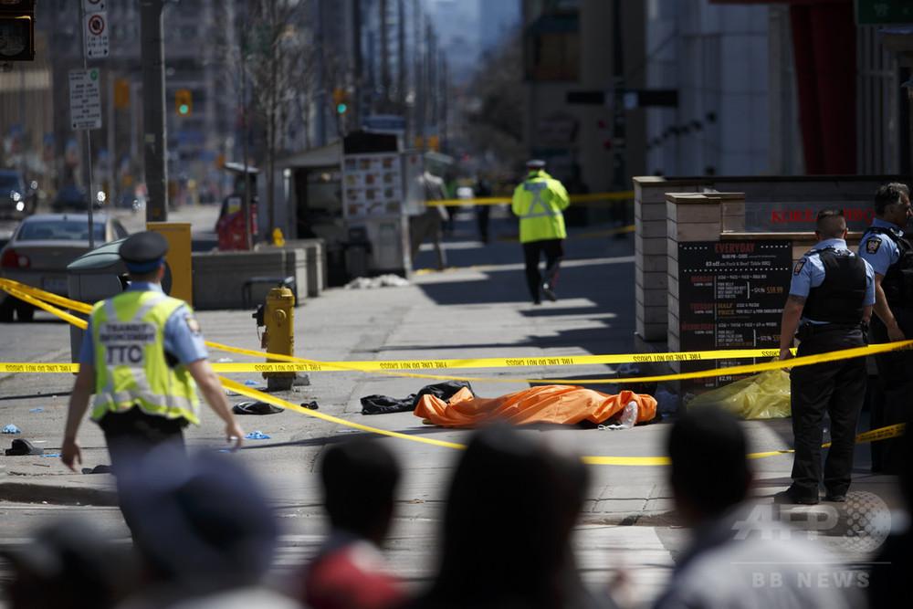 トロントで車暴走、4人死亡か 運転手拘束