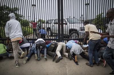 ブルンジ、反大統領派の学生ら一時米大使館に避難 副大統領は国外へ