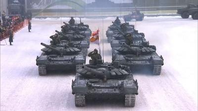動画:レニングラード解放75周年の軍事パレード ロシア