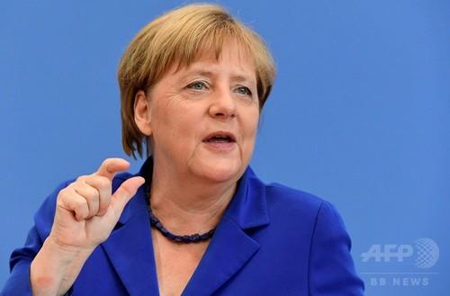 メルケル独首相、難民受け入れ政策堅持を明言