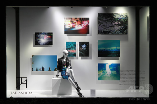 芦田多恵、写真家・小浪次郎と美しく斬新な世界観を表現 4/18まで