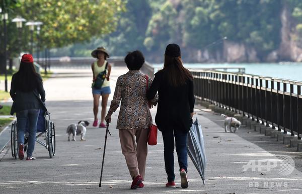 高齢化進むシンガポール、60歳以上の自殺者数が過去最多に