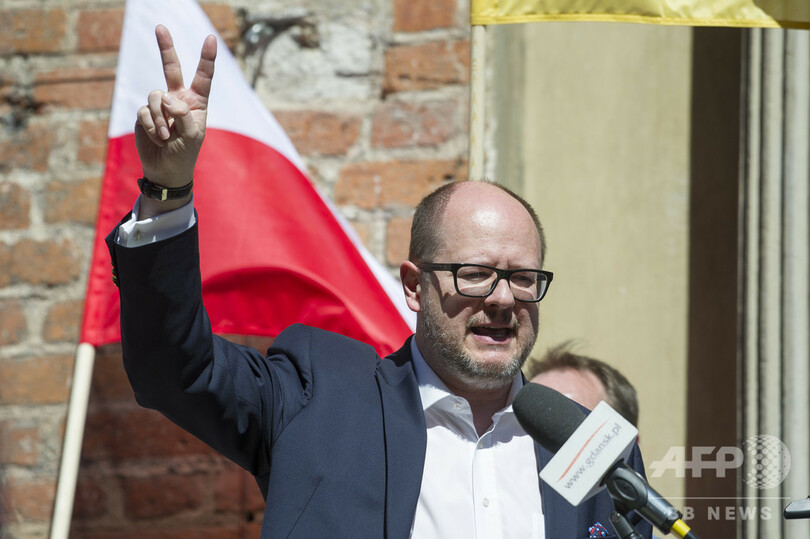 ポーランドの市長、イベント中に刺され重傷 支持政党に恨みか