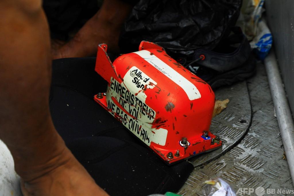 インドネシア機墜落、フライトレコーダー回収