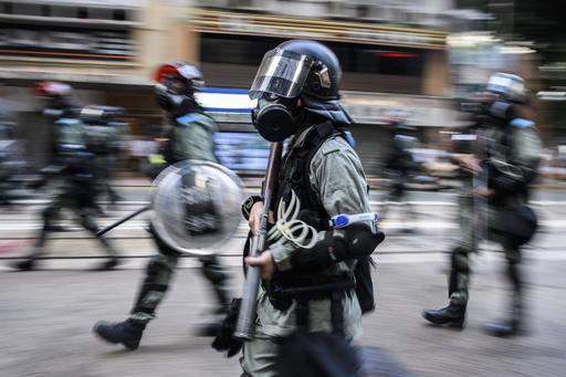 香港警察、手製のくぎ入り爆弾2個を学校で発見 爆発可能な状態