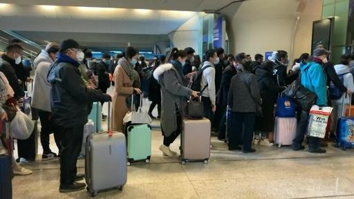 動画:中国・武漢の封鎖一部解除、駅は帰還した乗客で混雑 出境は禁止続く