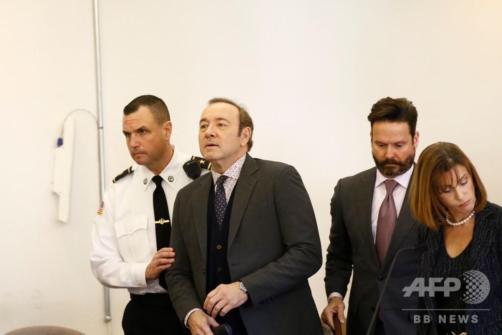 米俳優K・スペイシー被告が初出廷、強制わいせつで無罪を主張
