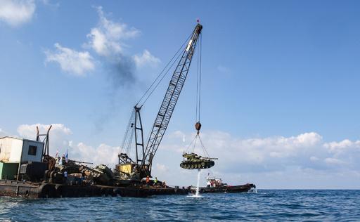 古い戦車を海に沈め「海底公園」に、ダイバー誘致も レバノン